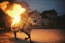 Photo de nuit du cheval de feu